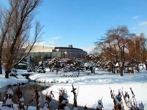 2012年1月9日菖蒲池越しのキタラ