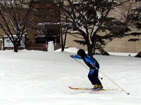 2012年1月28日歩くスキー文学館前