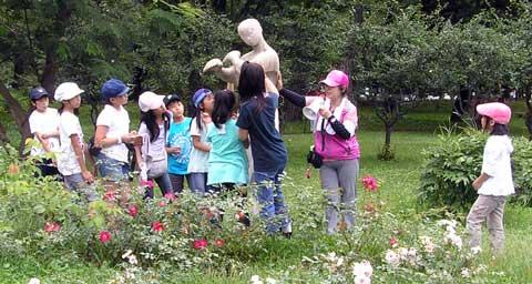 札幌彫刻美術館友の会による清掃会